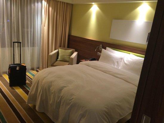 Hampton by Hilton Warsaw City Centre: Comfortable bed