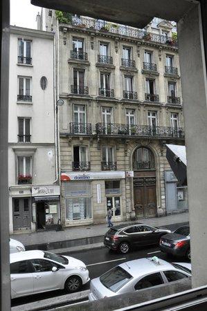 Ibis Paris Gare du Nord La Fayette 10ème : view of  LOUD street