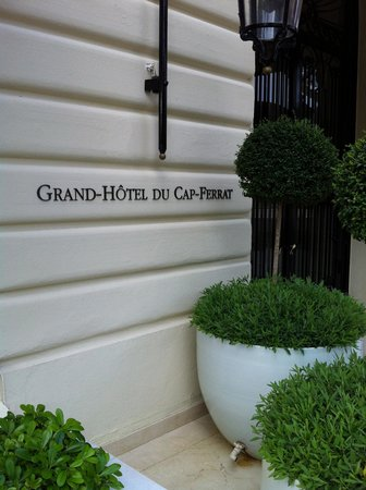 Grand-Hotel du Cap-Ferrat: drive up