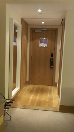 Hilton London Gatwick Airport: Good security locks