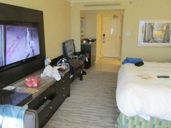 Fairmont Waterfront: Big TV