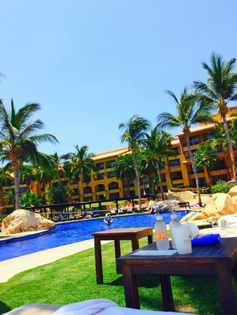 Grand Fiesta Americana Los Cabos All Inclusive Golf & Spa: At the adult pool looking back at the hotel