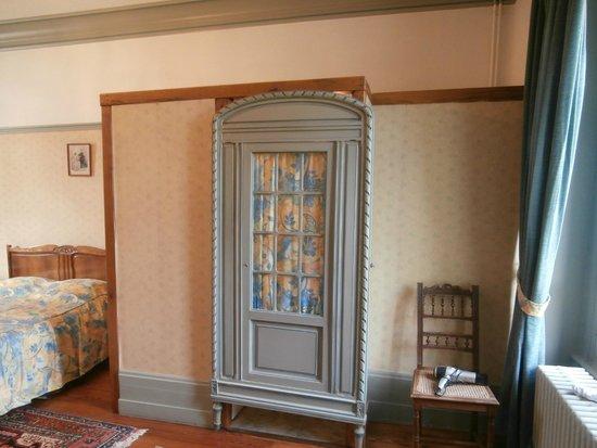 """Le Manoir d'Esneval : door of """"water closet"""""""