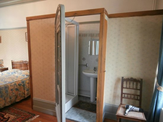 Le Manoir d'Esneval : bathroom