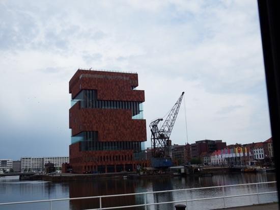 MAS - Museum aan de Stroom: maas museum