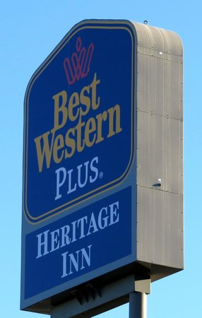 BEST WESTERN PLUS Heritage Inn: I 5 Highway sign