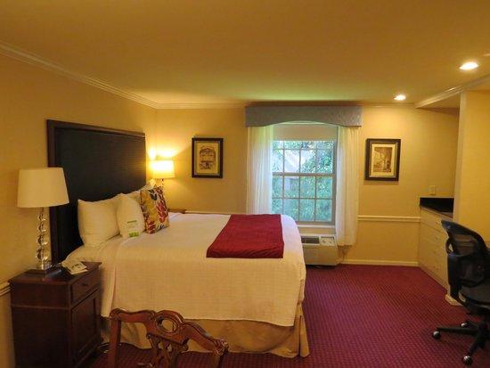 BEST WESTERN PLUS Heritage Inn : Comfy Bed