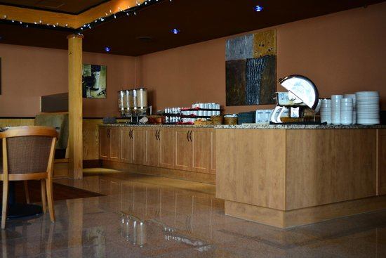 Coast Discovery Inn : Complimentary Hot Buffet Breakfast