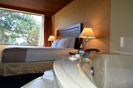 Coast Discovery Inn : Jacuzzi Suite