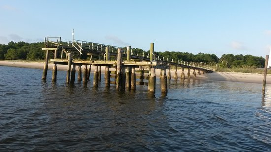Rover Boat Tours - Carolina Rover: pier to the lighthouse