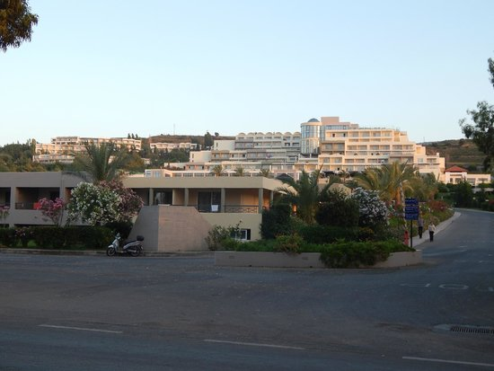Kipriotis Hippocrates Hotel: Wjazd na tren kompleksu Kipriotis