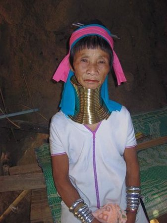 Dusit Island Resort Chiang Rai: Villaggio Tribale - Donna Padong Long Neck Karen..molto turistico