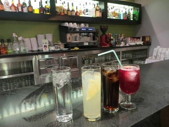 Hotel Palmasol: pool bar for evening drinks