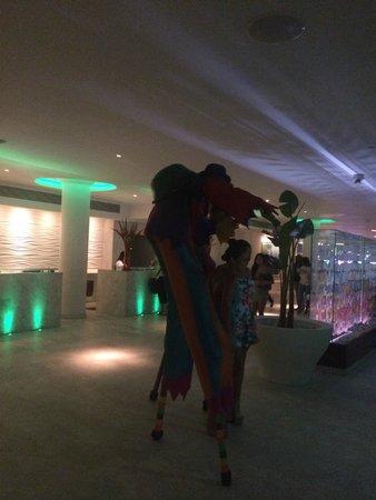 La Concha Renaissance San Juan Resort: Late night in lobby