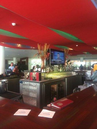 La Concha Renaissance San Juan Resort: Bar