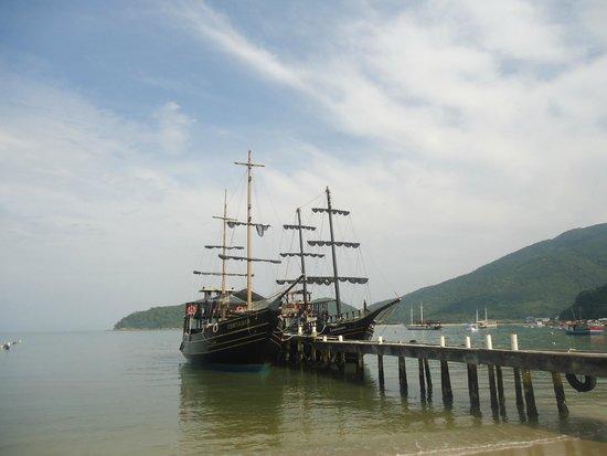 Passeio de Escuna Capitao Gancho Martin: Barco Pirata