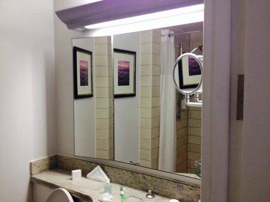 The Grand at Trafalgar Square: Bath room