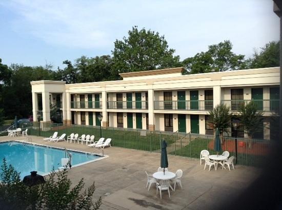 Quality Inn Windsor Mill / Baltimore West: havuz