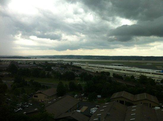 Renaissance Arlington Capital View Hotel: Reagan Airport+Potomac River