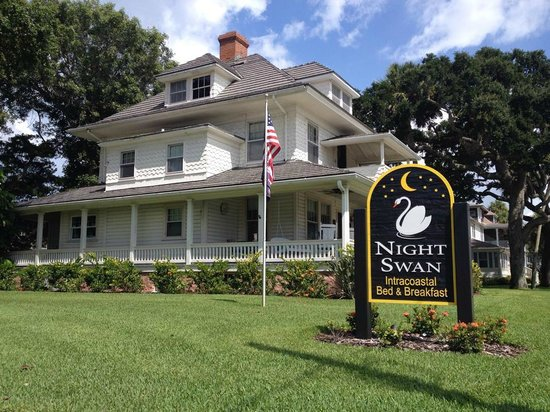 Night Swan Intracoastal Bed and Breakfast: The Main House