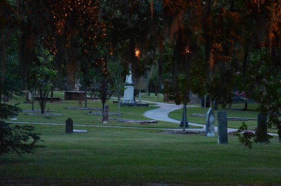 Colonial Park Cemetery : Inside the cemetery