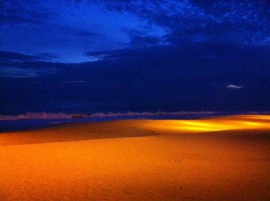 Hotel baXar : Strand bei Nacht