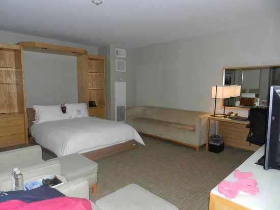 InterContinental The Clement Monterey: Large and comfortable corner room