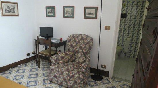 Butera 28 : Sitting area of bedroom