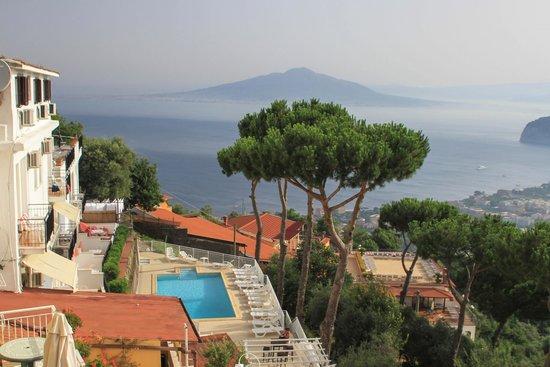 Hotel Villa Fiorita : shot of pool area of hotel