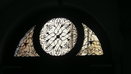 Butera 28: Interior view of the upper window of main entry door