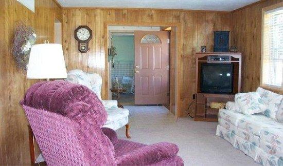 Cedar Ridge Cabins: Cedar Ridge Cottage Family Room