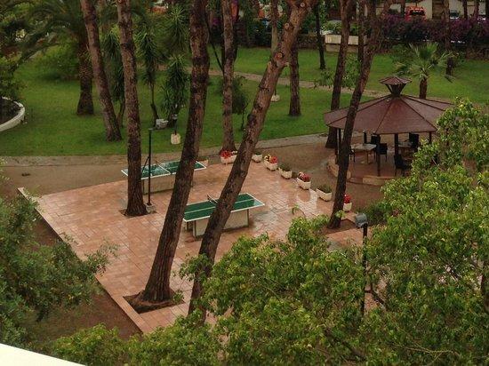 Tirreno Resort: Tischtennis im Park