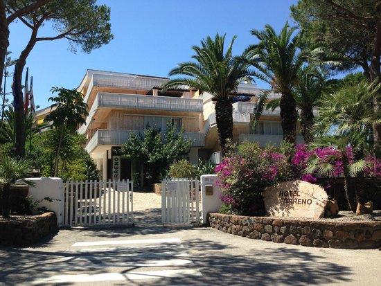 Tirreno Resort: Hoteleingang