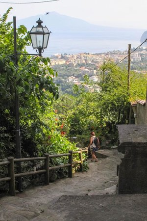 Hotel Villa Fiorita: path down to sorrento
