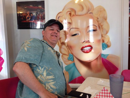 Mr. D'z Route 66 Diner: Lunch with Marilyn!!