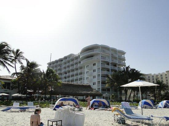 Beachcomber Resort and Villas: beach