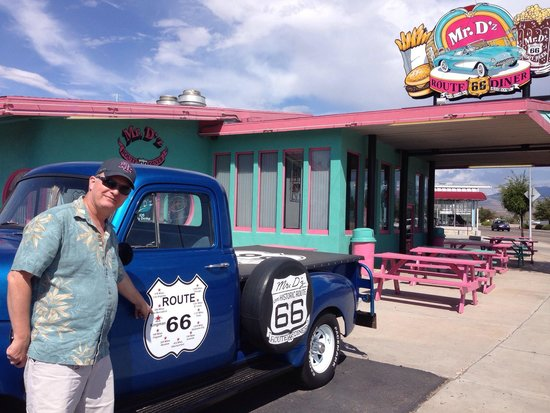 Mr. D'z Route 66 Diner: Fun stop on Route 66.
