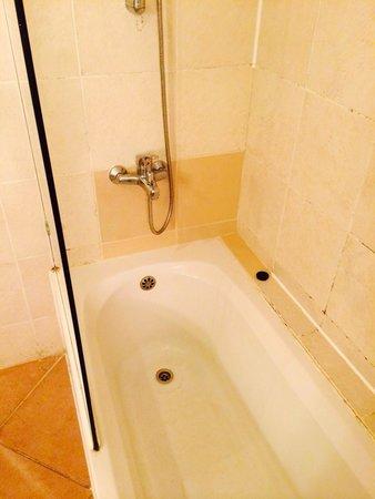 Parrotel Beach Resort : Bad bathroom