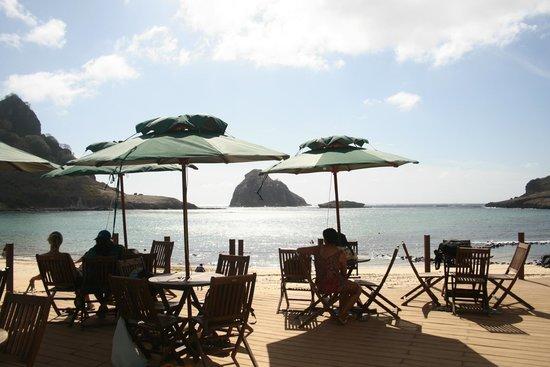 Baia do Sueste Beach : Estrutura legal para curtir uma praia mais legal ainda!