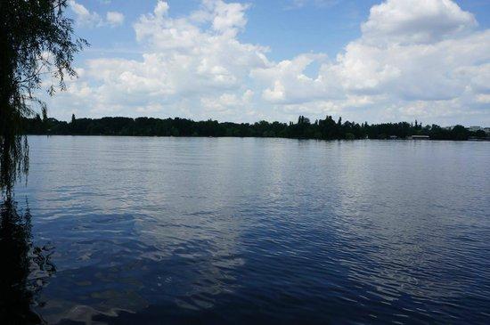 Herastrau Park: A lovely lake.
