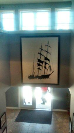 Crowsnest Pub : Local art on display