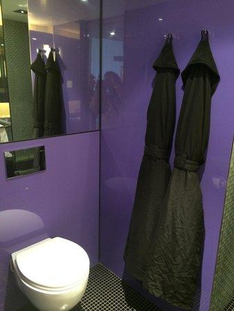 G&V Royal Mile Hotel Edinburgh : Clean Bathroom