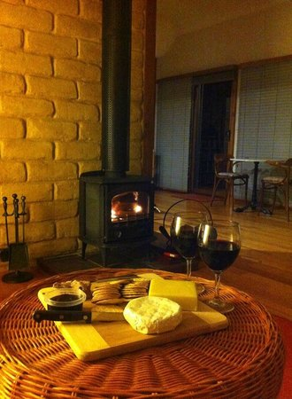Lyrebird cottages : Main sitting room with wood fire