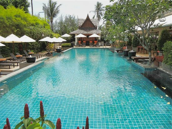Ayara Hilltops Resort and Spa Surin Beach: Drinks by the pool