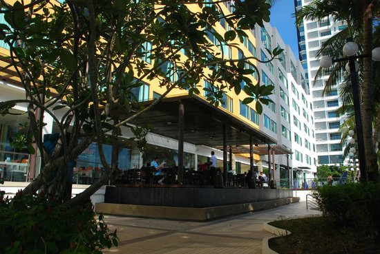 Four Points by Sheraton Penang: restaurant outside the building