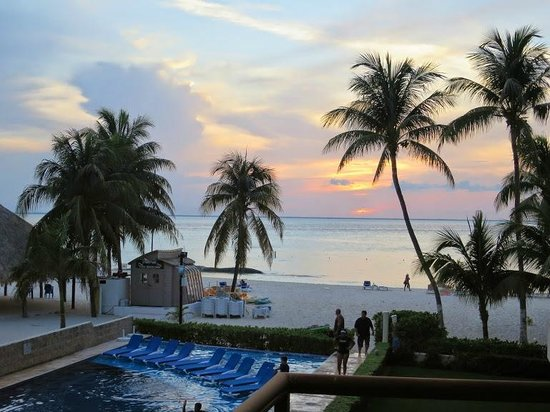 Ixchel Beach Hotel : view from our suite