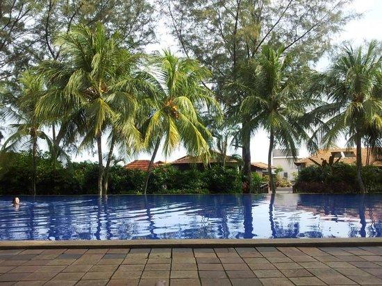 Avillion Port Dickson: Huge Pool!