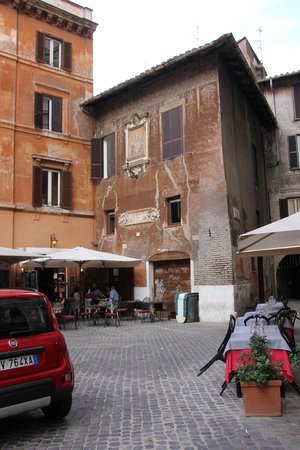 Boutique Hotel Campo de Fiori: Outside of building where apartment is located, right by Campo de Fiori