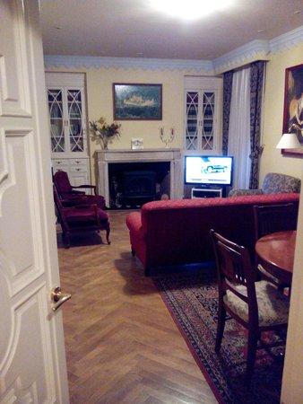Hotel Posada Don Jaime: sala de televisión