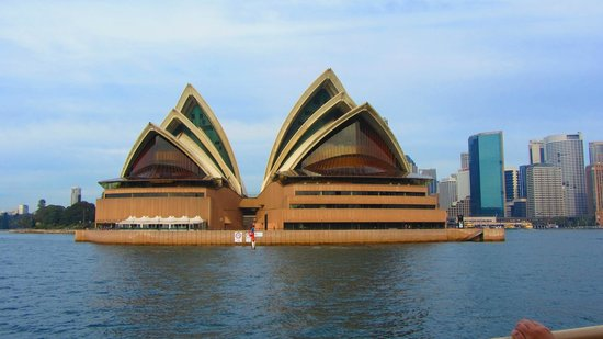 Sydney Opera House : View from a ferry